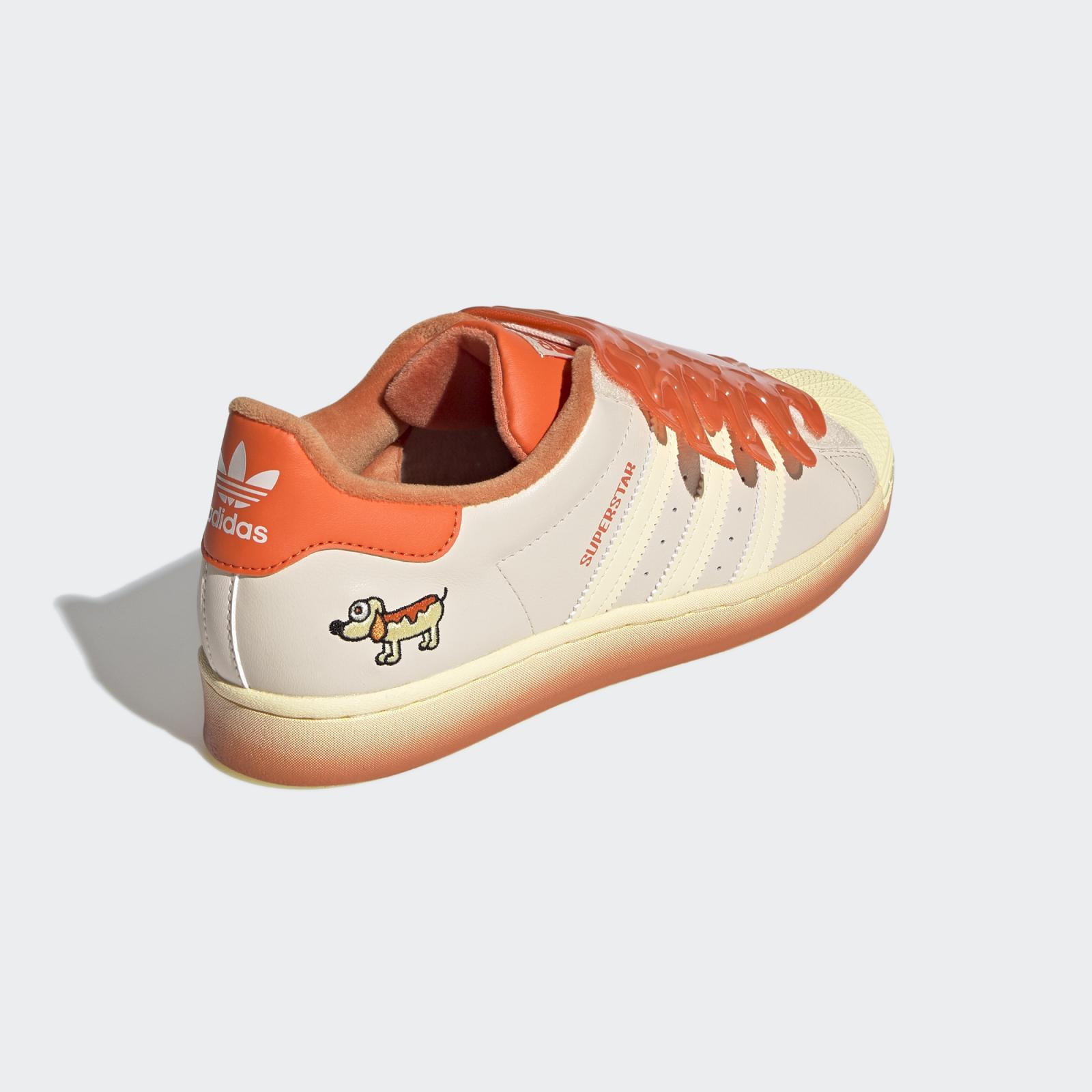 adidas Originals携手Melting Sadness发布亚麻棕/能量橙色Superstar