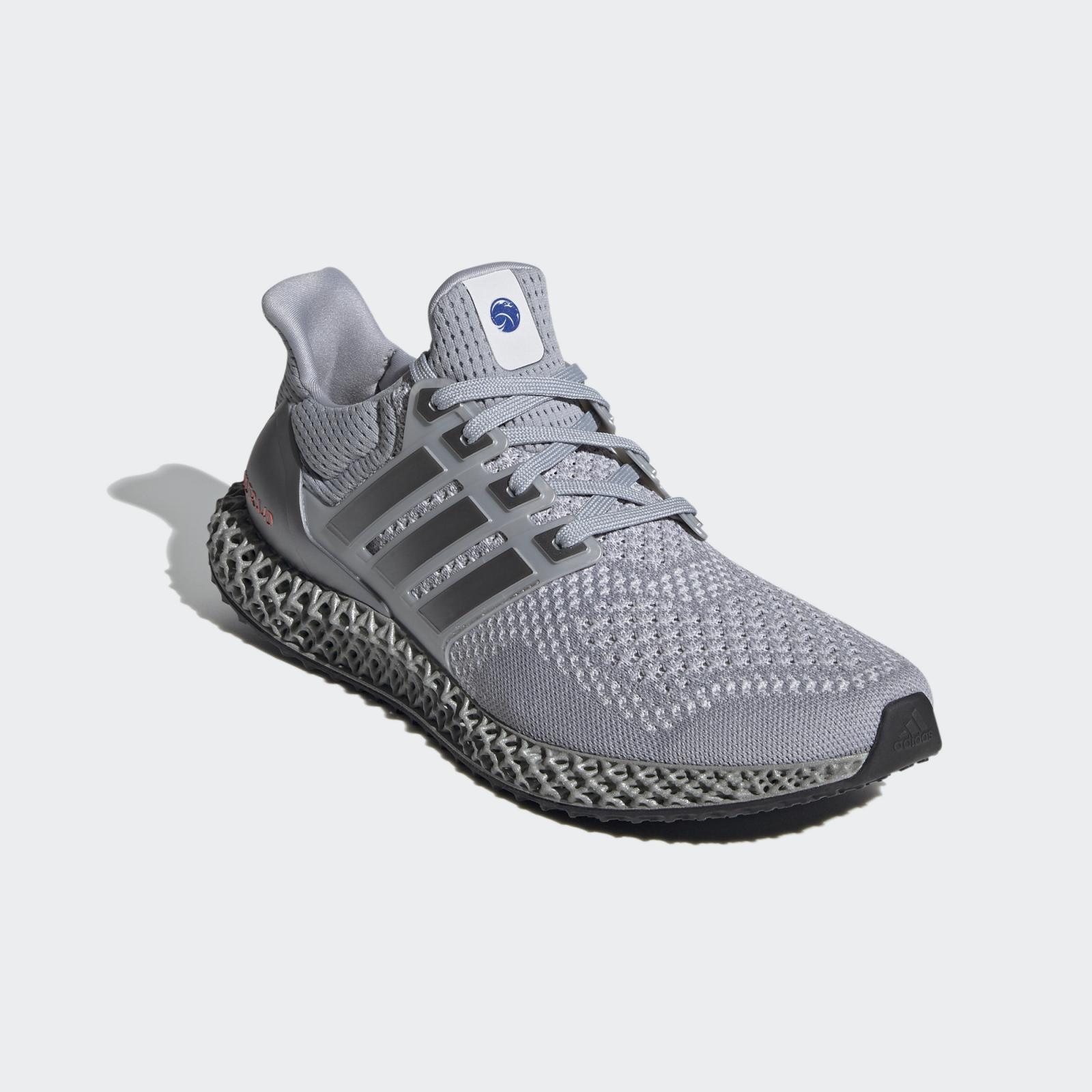 adidas Running发布全新银/红荧光色Ultra 4D