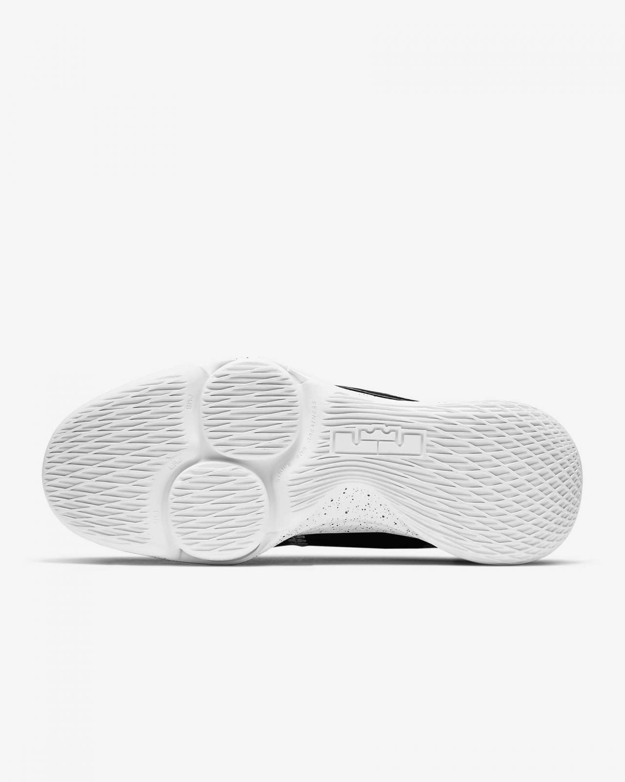 Nike Basketball推出全新黑/白/金属银色LeBron Witness V EP