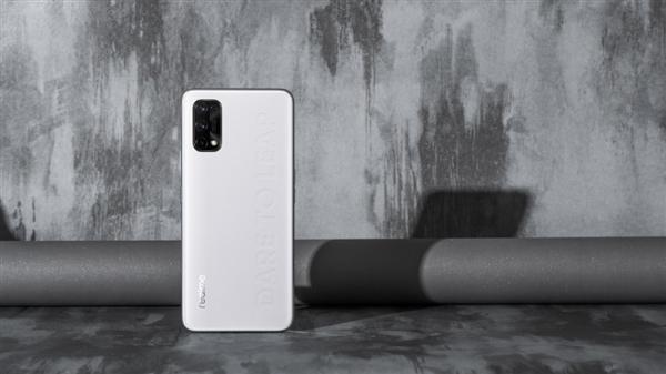 Nokia 220获300价位段销冠;realme Q2图赏