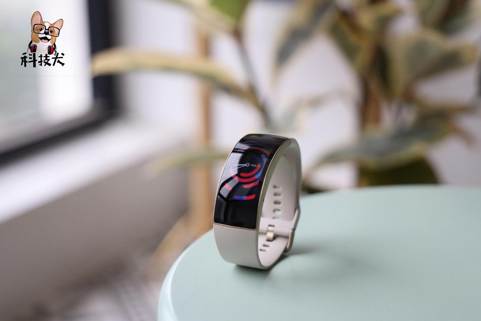 「科技犬」值得买智能运动装备盘点:腕表T恤蓝牙降噪耳机任选
