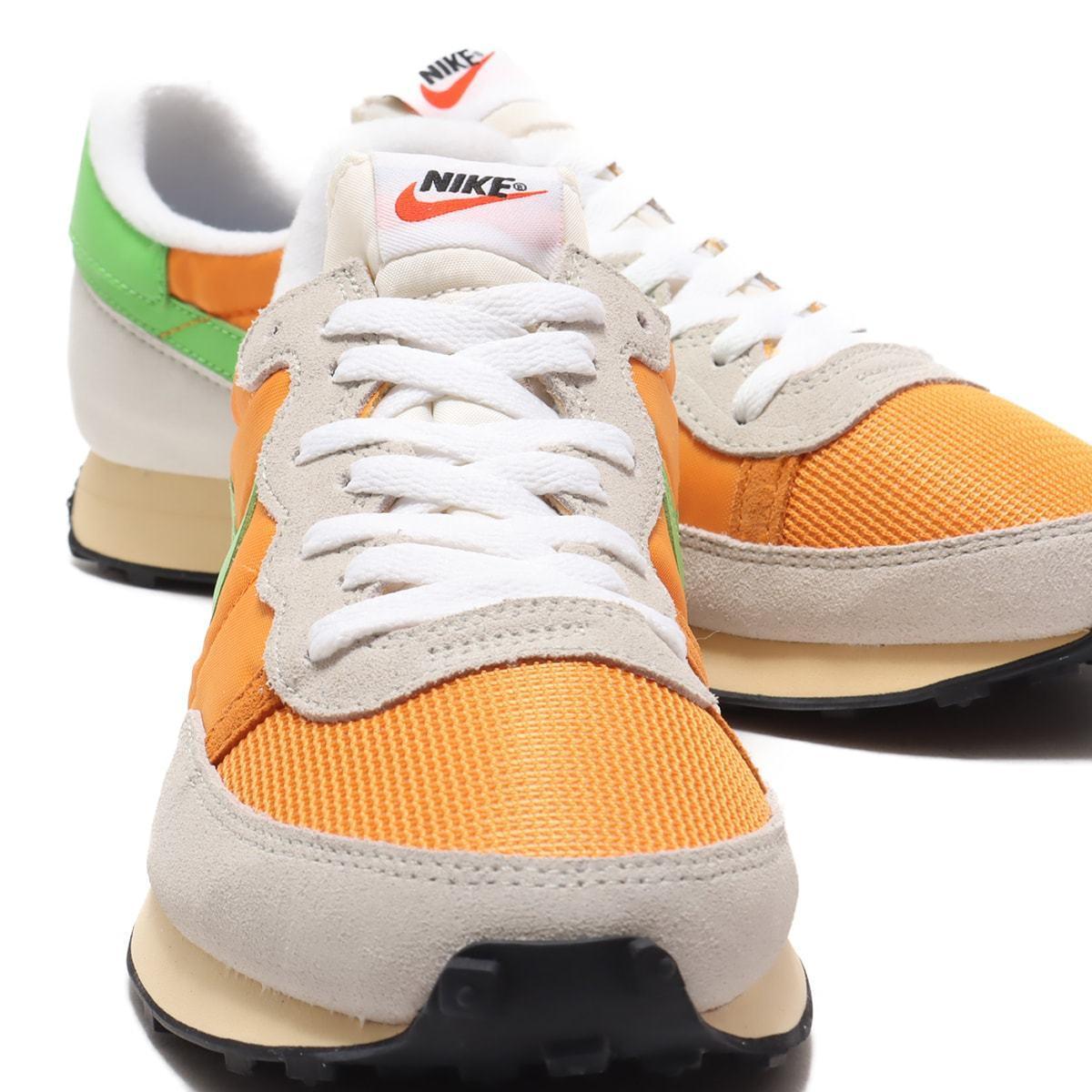 "细节实拍展示金桔黄/星云绿/浅骨色Nike Challenger OG ""Label Maker"""