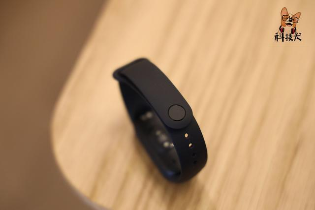 「科技犬」荣耀手环6/NFC版值得入手吗?这三款性价比更高