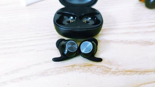 配件超多,舒适十足的西圣Ares真无线蓝牙耳机