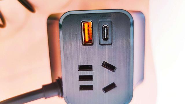未来插座该有的样子?首款65W氮化镓插座