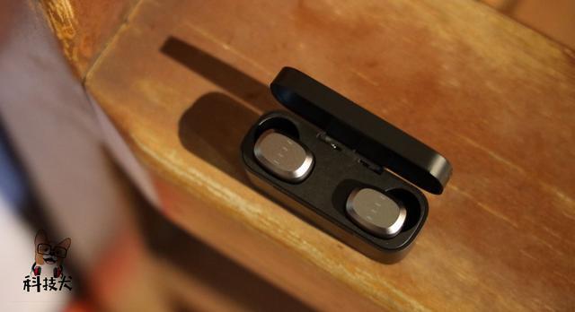 「科技犬」除了苹果AirPods,真无线蓝牙耳机到底怎么选?