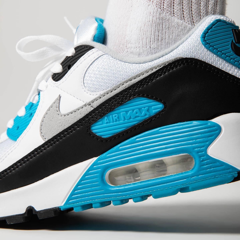 亲穿预览白/黑/雾灰/激光蓝色Nike Air Max III上脚效果