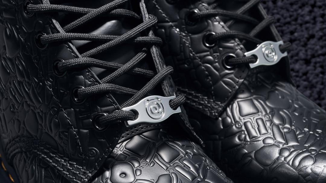DR. MARTENS x MEDICOM TOY 进行60周年1460鞋款的全新演绎