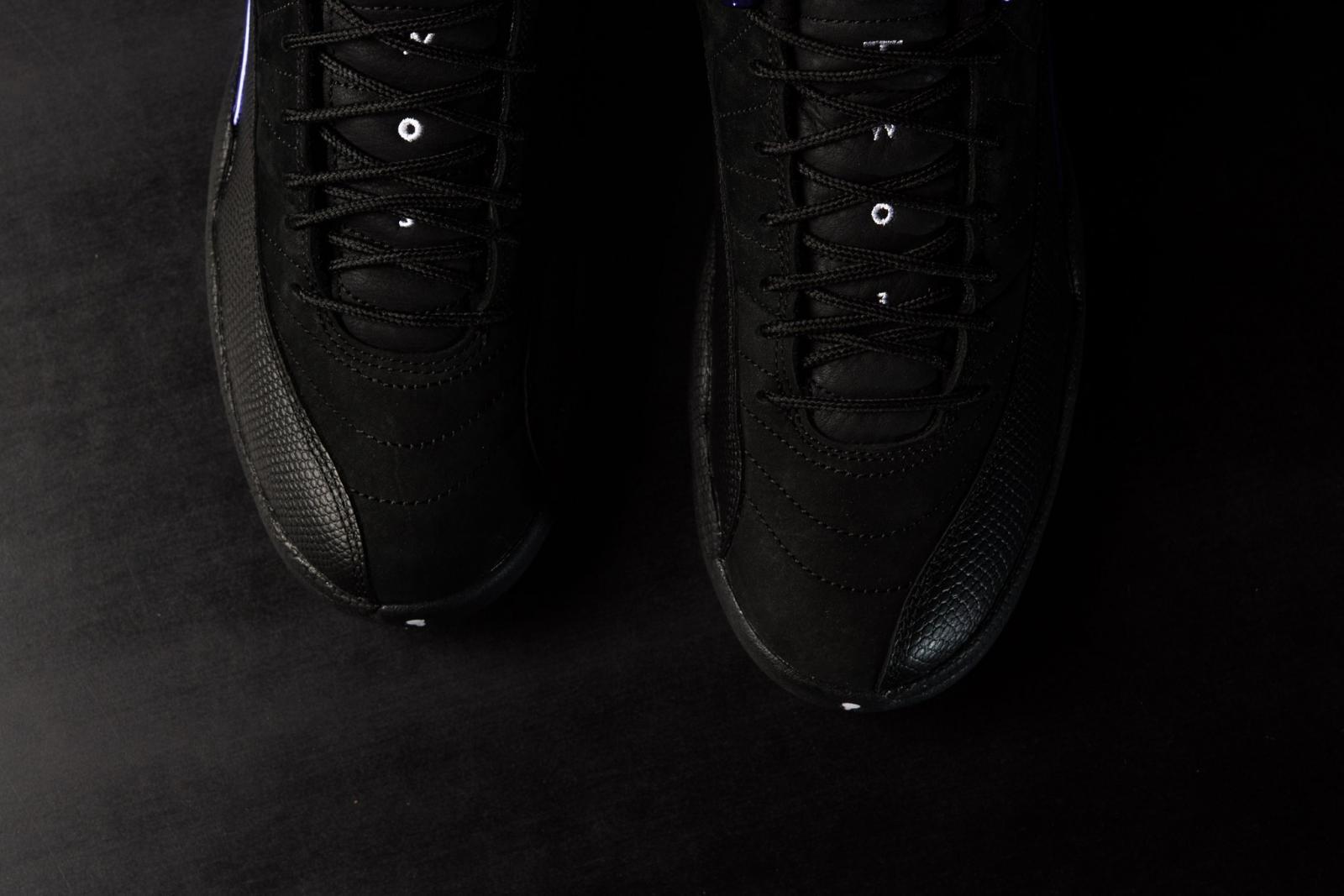 实拍展示全新黑/暗紫色Air Jordan 12 Retro