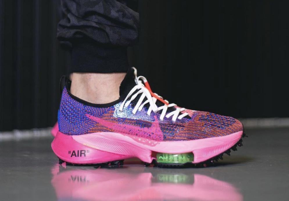 谍照预览赛车蓝/黑/光辉粉/白色Off-White x Nike Air Zoom Tempo NEXT%上脚效果