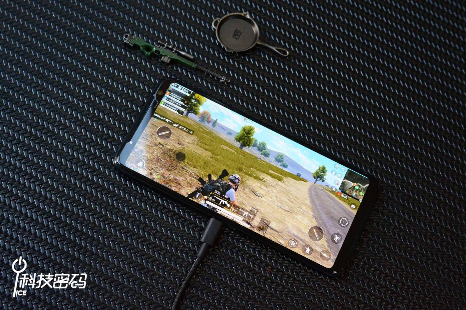 最强手机外设套装 ROG游戏手机3电竞装甲图赏