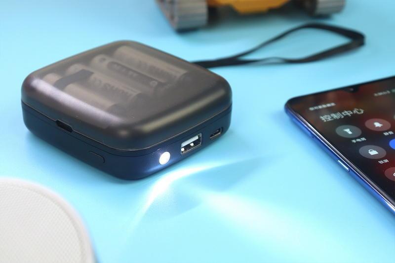 电池充电池?应急电源可以这样玩!XTAR BC4给新手支一招!
