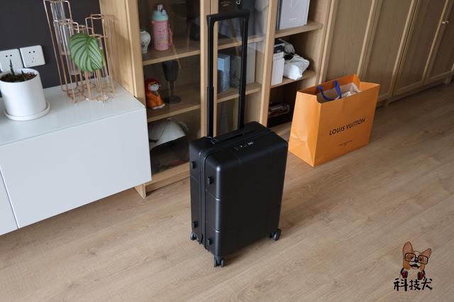 realme真我旅行箱开箱:德国拜耳PC材质 37L超大容量