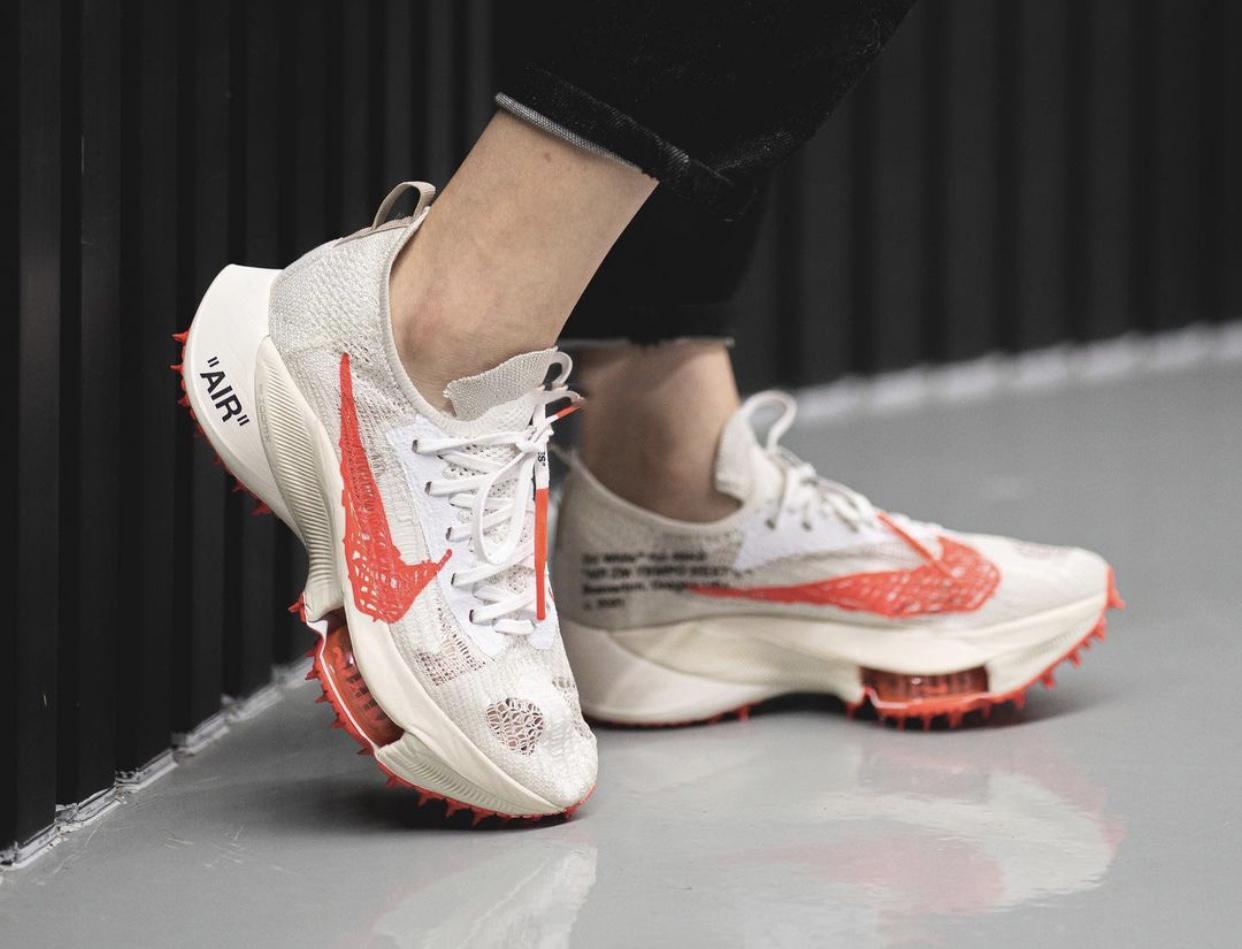 谍照预览白/黑/太阳红色Off-White x Nike Air Zoom Tempo NEXT%上脚效果