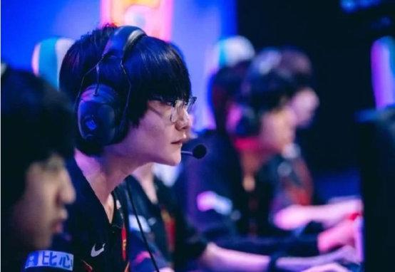 国产选手的崛起 S10全球总决赛4强战队中国选手占大比重!