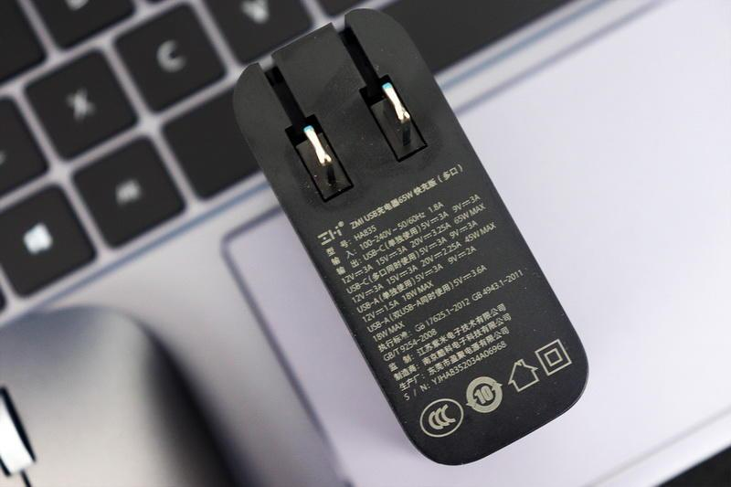 华为MateBook原装充的替代品,三口快充更小巧,紫米65W多口充电器体验