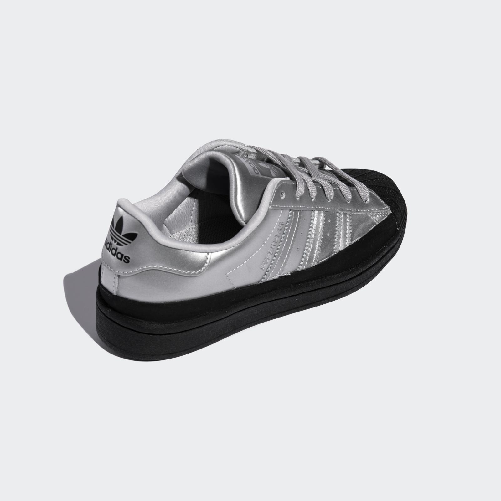 adidas Originals推出全新银/黑色WMNS Superstar