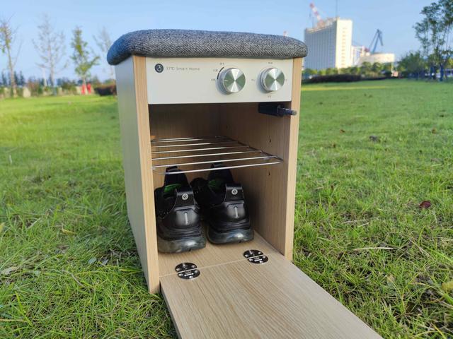 想每天都穿干净的鞋子出门吗?小太阳杀菌鞋凳,能杀菌除臭和烘干