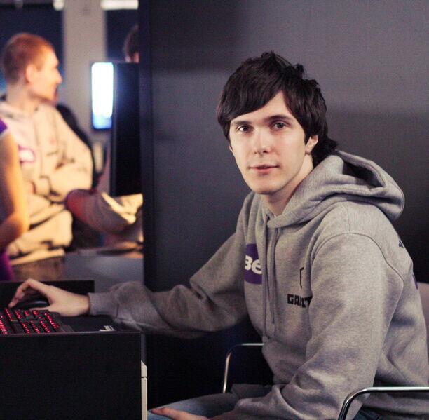 成功打入拳头内部?传奇中单Alex转型软件工程师入职拳头