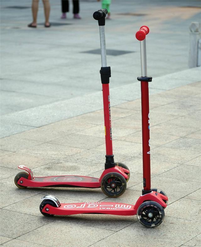 孩子喜欢的才是好礼物,m-cro迈古迷嬉豪华版LED滑板车测评