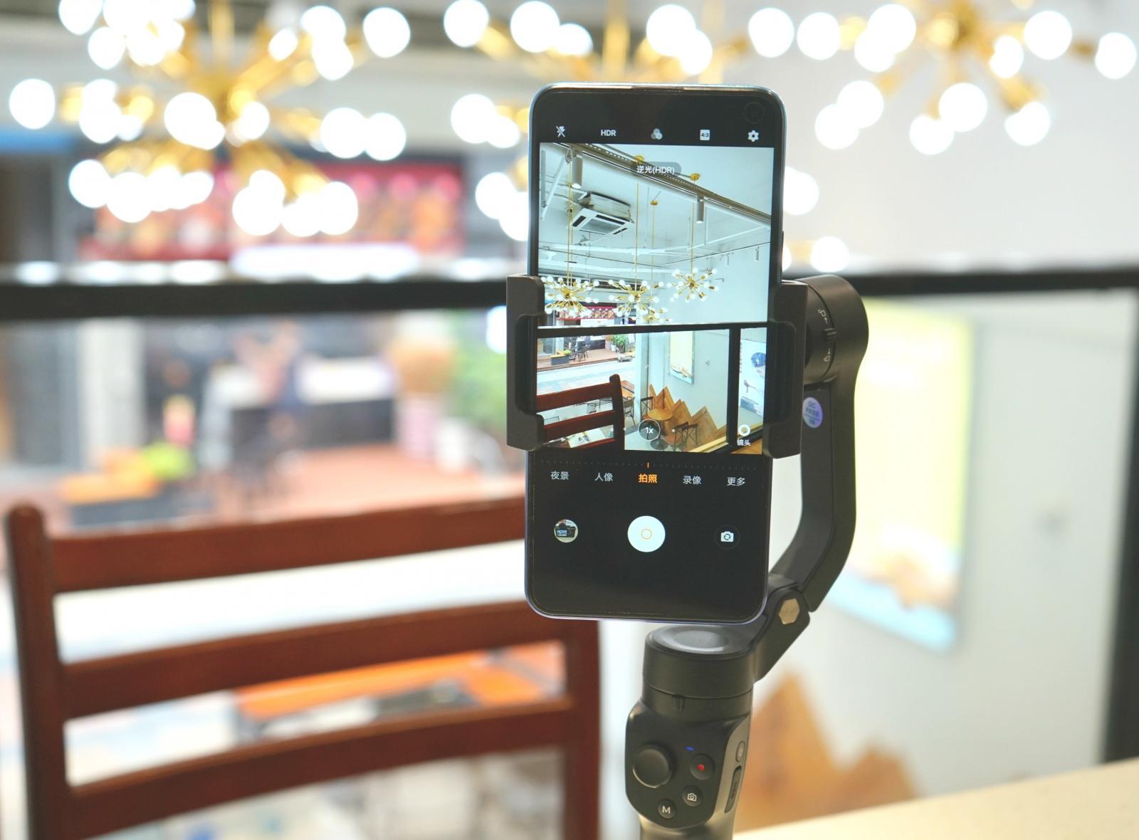 拍片镜头超稳,飞宇VLOG pocket2手机云台,所向披靡