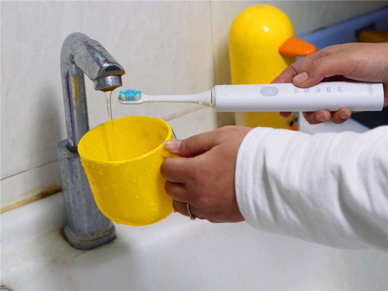 南卡声波电动牙刷利用磁悬浮声波清洁效率加倍