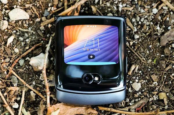 摩托罗拉老粉丝热泪盈眶!如何评价Moto Razr 5G?
